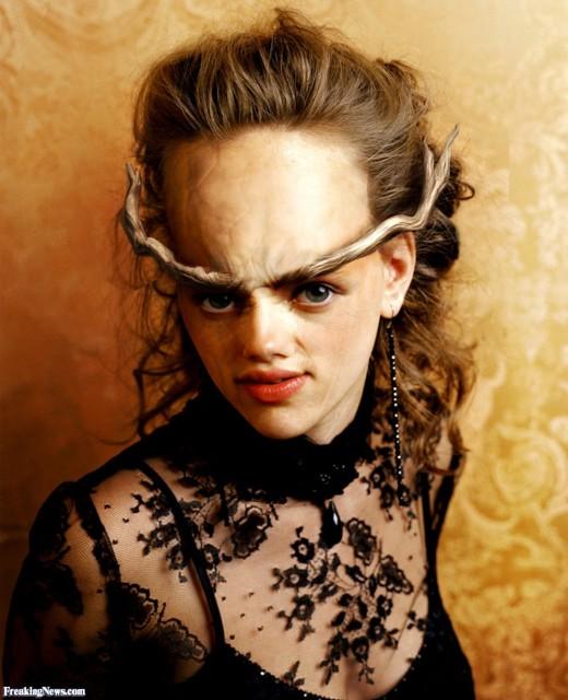 Scarlett Johansson caracterizada de demonio