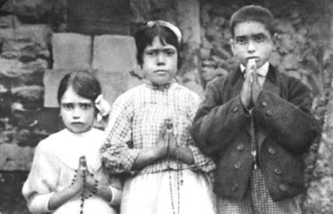 fatima_children_with_rosaries