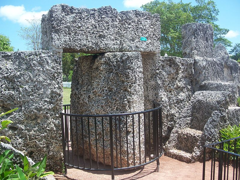 800px-Homestead_FL_Coral_Castle_revolve_gate03