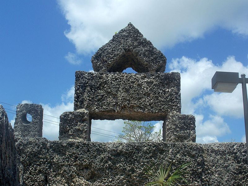Homestead_FL_Coral_Castle_king_stone02